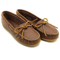 Minnetonka Moccasin Rubber Sole Plain Leather Loafer & Moccasin Shoes