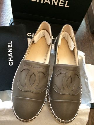 CHANEL ICON Round Toe Plain Leather Office Style Logo Shoes