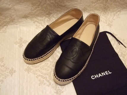 CHANEL ICON Leather Flats