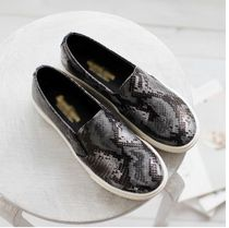 Round Toe Other Animal Patterns Slip-On Sneakers