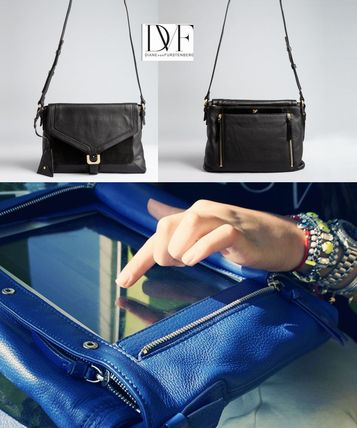 A4 Plain Leather Office Style Shoulder Bags