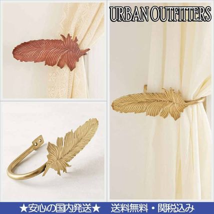 * Urban Outfitters * feather curtain clips