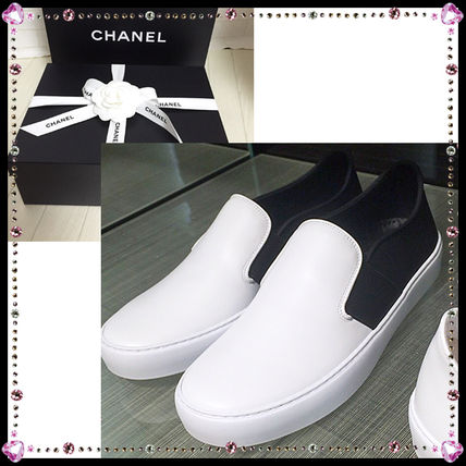 best service d5bbf 8ee6c CHANEL 2016 SS Street Style Slip-On Shoes