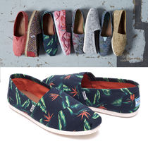 TOMS Tropical Patterns Loafers & Slip-ons