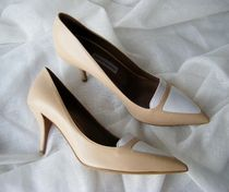TABITHA SIMMONS Bi-color Leather Elegant Style Pointed Toe Pumps & Mules