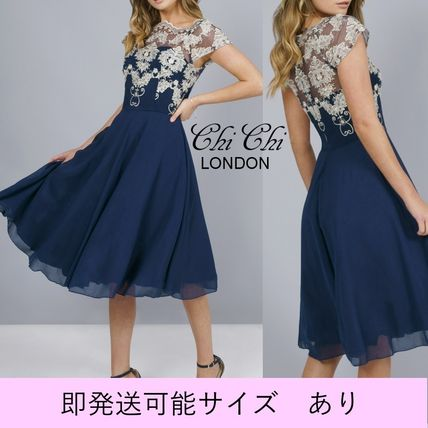 Puffed Sleeves Flared Boat Neck Medium Party Style Dresses