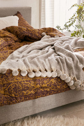URBAN OUTFITTERS knit soft wool blanket