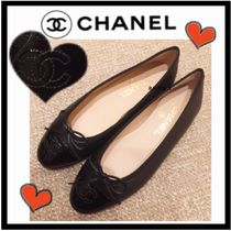 CHANEL ICON Round Toe Plain Leather Elegant Style Flats