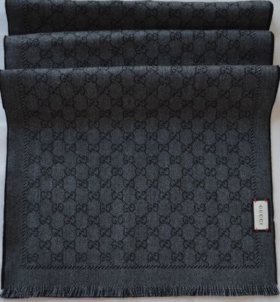 With a reserved 2016AW GUCCI GG Jacquard scarf box