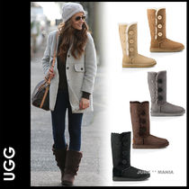 UGG Australia BAILEY BUTTON TRIPLET Round Toe Casual Style Sheepskin Plain Flat Boots