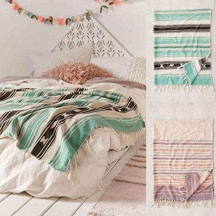 New UO * striped blanket