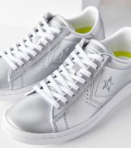 Urban Outfitters Low-Top Sneakers
