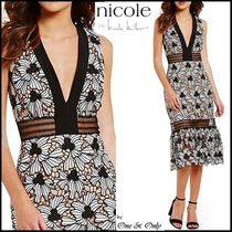 Nicole Miller Flower Patterns Sleeveless Flared V-Neck Long Lace