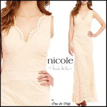 Nicole Miller Maxi Sleeveless V-Neck Plain Long Lace Party Dresses