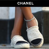 CHANEL Platform Round Toe Casual Style Bi-color Slip-On Shoes