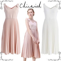 Chicwish Sleeveless Flared V-Neck Plain Medium Party Dresses