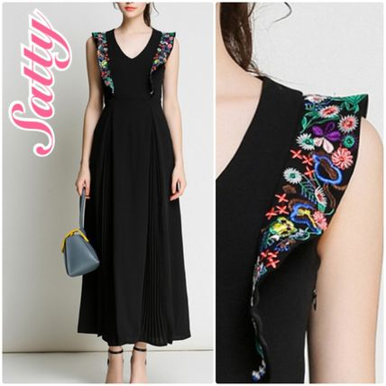 Colorful flower embroidery pleated line dress