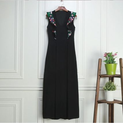 Floral embroidered ruffled shoulder sleeveless Maxi evening