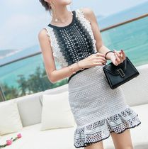 Short Sleeveless Flared Lace Party Dresses