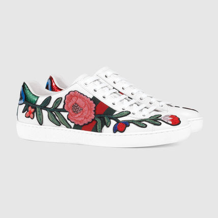 Floral with embroidery low top sneaker