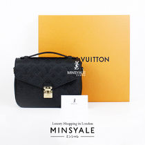Louis Vuitton POCHETTE METIS [London department store new item]