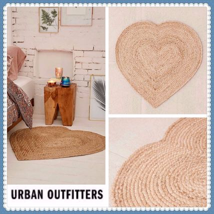 Send UrbanOutfitters stylish heart shaped jurtrug