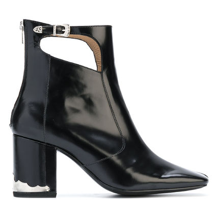 Cut out boot black