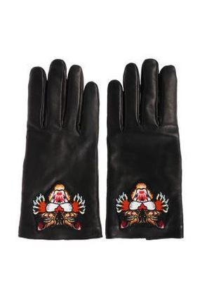 Angry cat applique with leather gloves