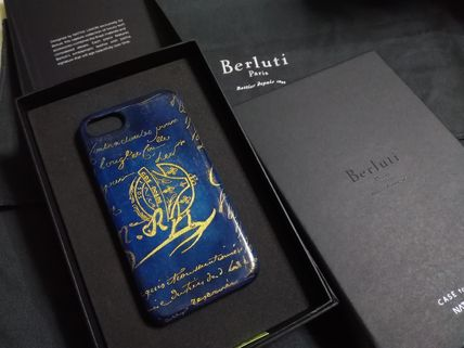Gold Putin and iPhone 7 case