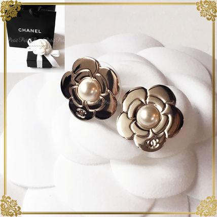 Gold Camelia + earrings with pearl