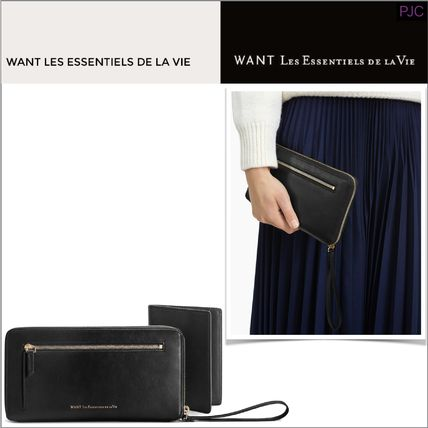 With the WANT LES ESSENTIELS long wallet Passport case