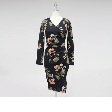 Dresses Wrap Dresses Flower Patterns V-Neck Long Sleeves Medium 10