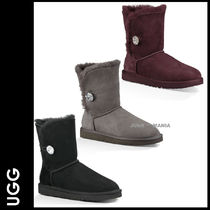 UGG Australia BAILEY BUTTON Plain Toe Casual Style Sheepskin Plain Flat Boots