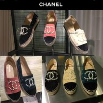 CHANEL 17P CHANEL SUEDE ESPADRILLES WITH PEARL CC LOGO