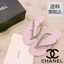 CHANEL Pink suede calfskin with CC logo chain flip-flops