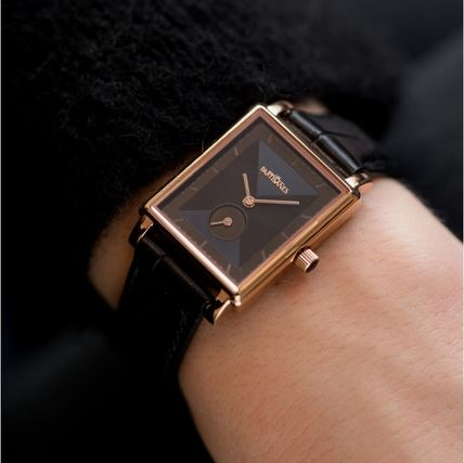 LES PARTISANES Analog Watches