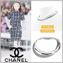 CHANEL 17/18 AW CHANEL logo on metallic thick silver necklace