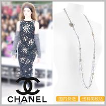CHANEL 17/18 AW long silver/gold glass & pearl necklace