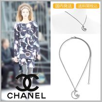 CHANEL 17/18 AW diamond in moon shape silver necklace
