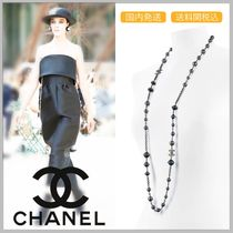 CHANEL 17/18 AW metallic black pearl long necklace