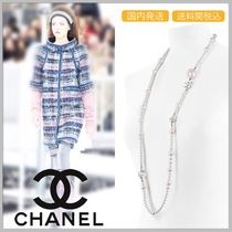 CHANEL 17/18 AW long white & pink faux pearl necklace