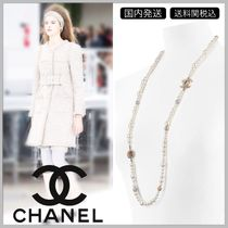 CHANEL Gold tone & white pearl with diamond in logo long necklace