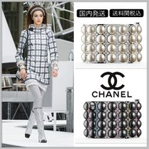 CHANEL Silver with white pearls/ruthenium with black pearls cuff