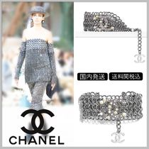CHANEL 17/18 AW CC logo with pearls on silver metal bracelet