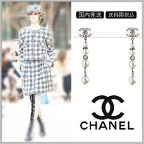 CHANEL 17/18 AW diamond on CC logo with pearl drop clip on earrings