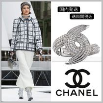 CHANEL Crystal strass in CC logo bangle
