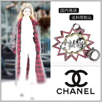 CHANEL 17/18 AW collection CHANEL logo bag charm