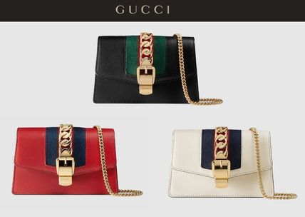 f5ae68ad3537 ... GUCCI Shoulder Bags Sylvie Leather Mini Chain Bag (White/Black/Red) ...