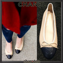 CHANEL TIMELESS CLASSICS Plain Toe Bi-color Plain Leather Block Heels Elegant Style