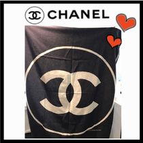 CHANEL ICON Unisex Black & White Throws